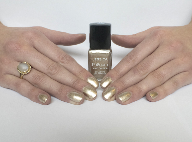 Andrew Collinge Beauty Offer: Golden Nails